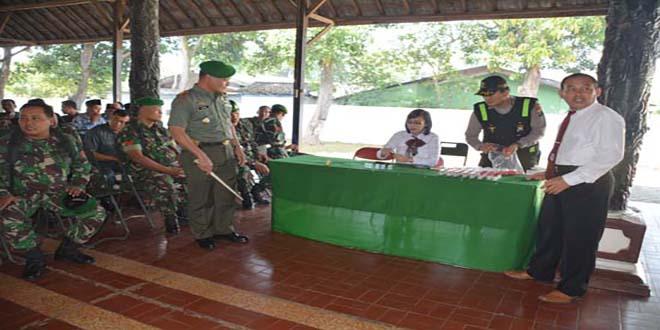 Anggota Korem 082/Cpyj Laksanakan Tes Urine Bekerjasama Dengan Polres Kota Mojokerto