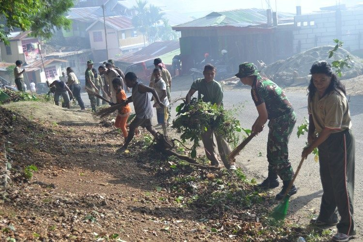 Pendam XVII/Cenderawasih Bersama Masyarakat Polimak III Gelar Kegiatan Karya Bakti