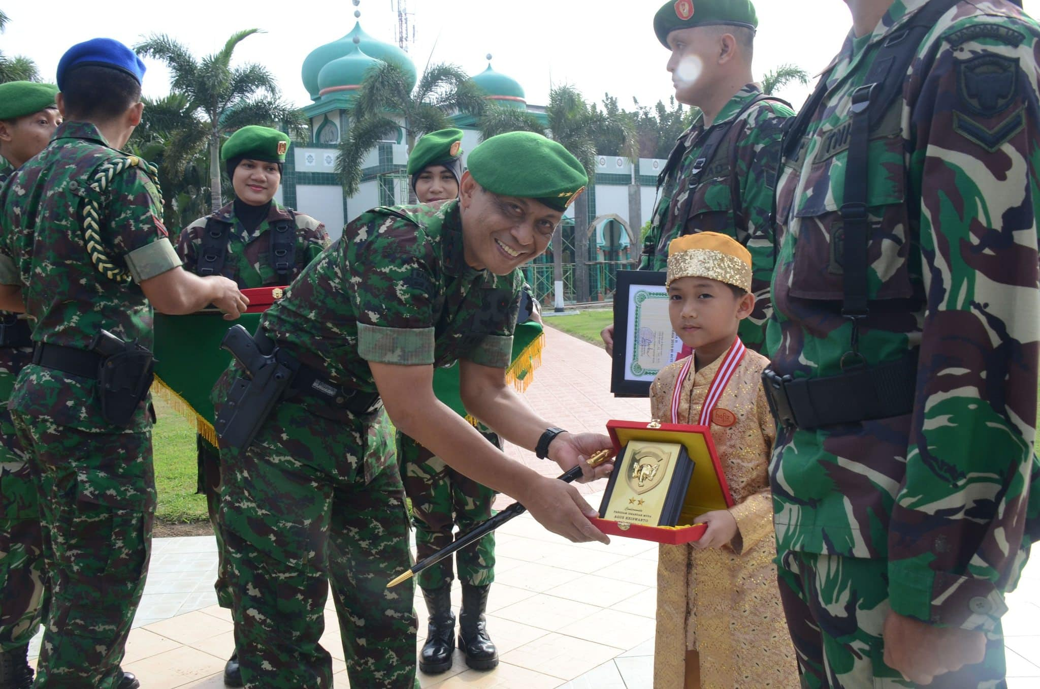 Pangdam IM Beri Penghargaan Kepada Prajurit, PNS dan Putra Prajurit Berprestasi