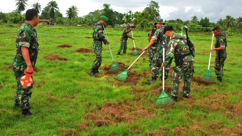 Prajurit Korem 172/PWY Melaksanakan Karya Bakti di Lapangan Arso