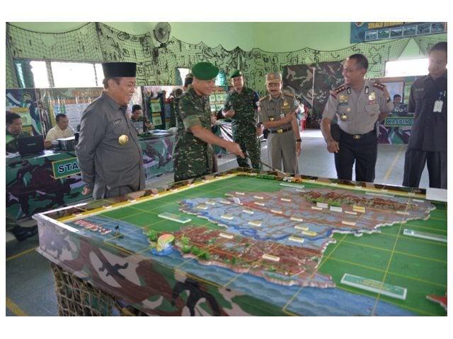 Bupati Lamongan ikuti Latihan Posko Banjir Bengawan Solo di Makodim 0812.