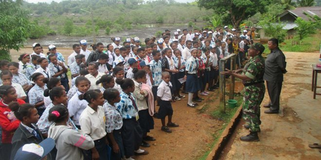 Babinsa Koramil 1709-02/Yapbar Mengajar Wawasan Kebangsaan di SMPN Ansun Distrik Yapen Barat