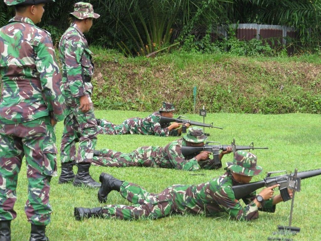 Kodim 0105/Aceh Barat Melaksanakan Latihan Menembak Senjata Ringan Program Kerja Triwulan II Tahun 2015
