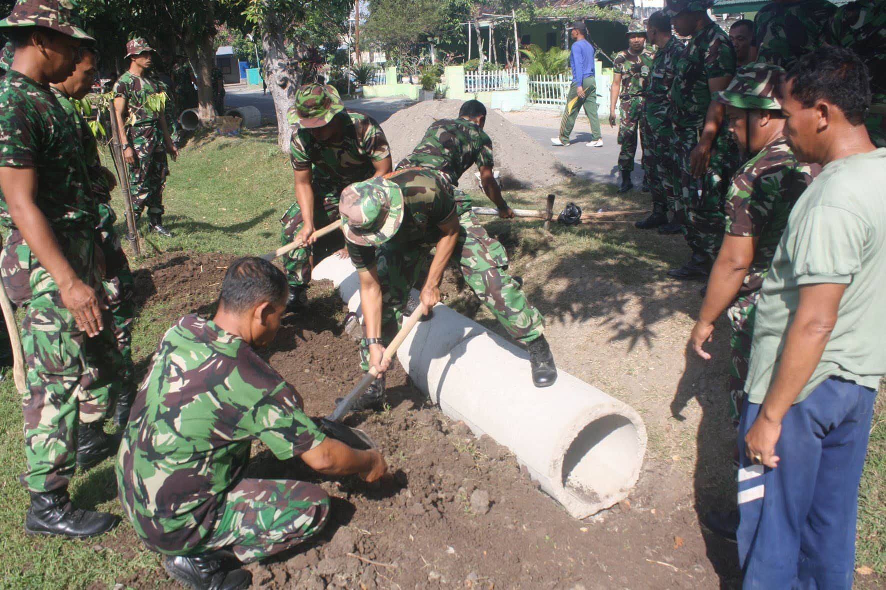 Prajurit Korem 081/DSJ Laksanakan Karya Bakti
