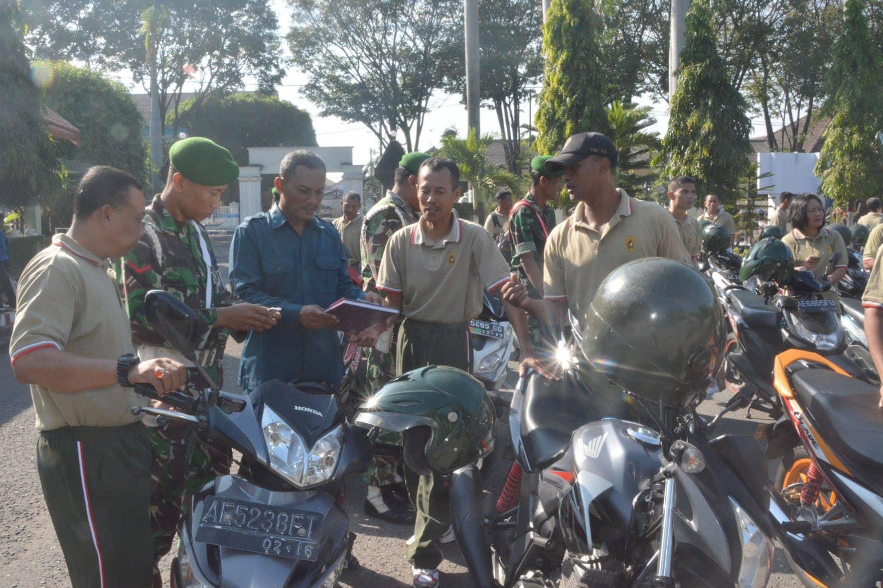 Pemeriksaan Kendaraan Anggota TNI dan PNS Korem 081/DSJ