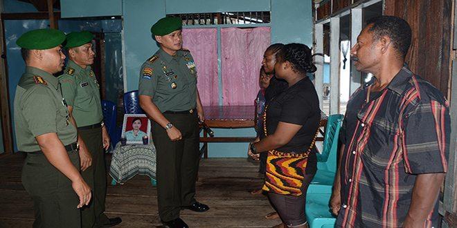 Silaturahmi Danrem 172/PWY ke Rumah Anggota yang Sedang Berduka