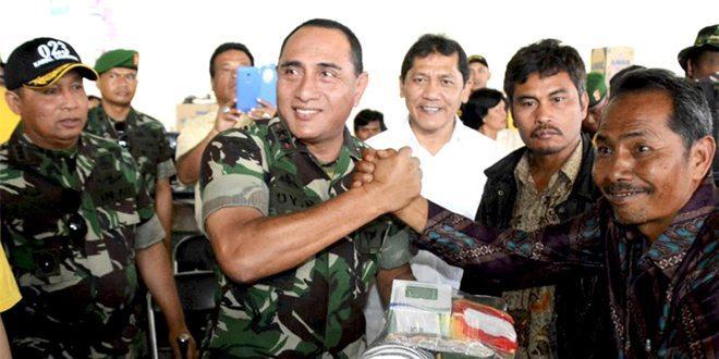 Pangdam I/BB Beri Bantuan Kepada Pengungsi Erupsi Gunung Sinabung