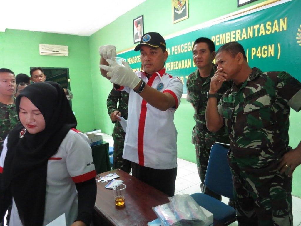 Kodim 0105/Aceh Barat Mengadakan Tes Urine Dalam Rangka Penyuluhan Pencegahan Pemberantasan Dan Peredaran Narkoba