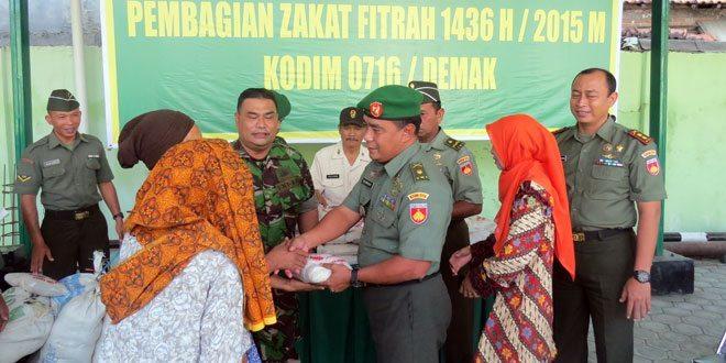 Kodim 0716/Demak Bagikan 705 Paket Zakat Fitrah