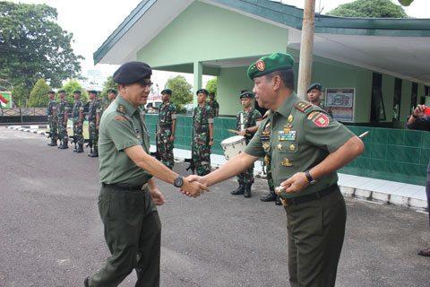 Asops Panglima TNI Periksa Gelar Pasukan Satgas Yonif 600/Raider