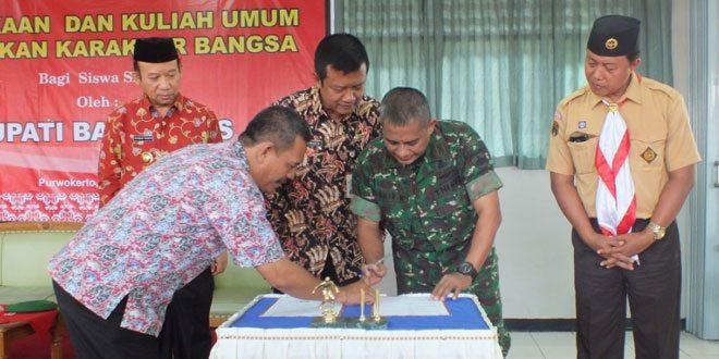 Penandatanganan MoU Kodim 0701/Banyumas dengan SMUN 3 Purwokerto