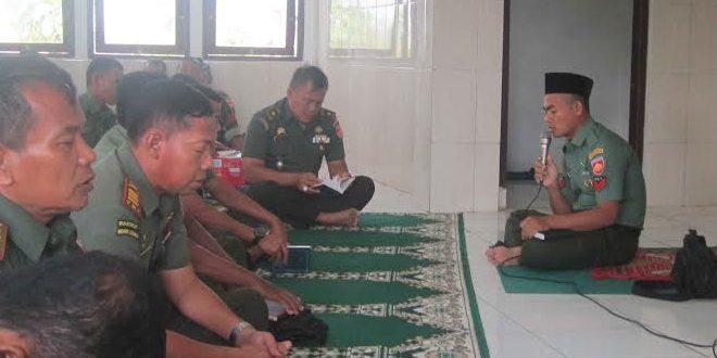 Anggota TNI Doakan Korban Hercules