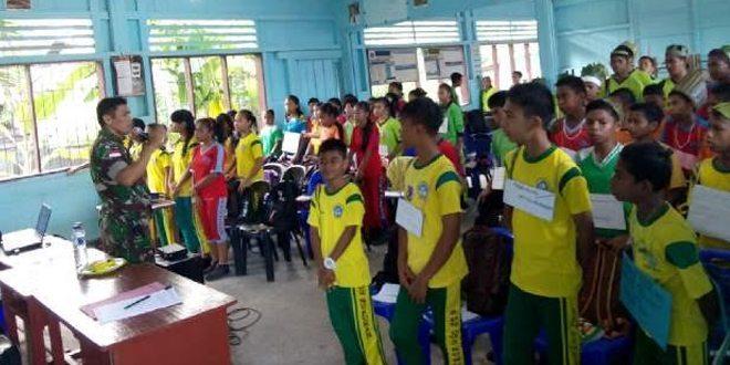 Satgas Pamtas 521/DY Memberikan Pembekalan Wasbang dan Pelatihan PBB Kepada Siswa MOS SMP,SMA Frateran Santo Gabriel.