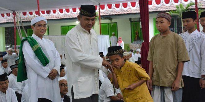 Pangdam V/Brawijaya Buka Puasa Bersama Dengan Anak Yatim Piatu Dan Keluarga Besar Prajurit TNI AD Se-Malang Raya