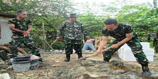 Aksi Perduli Koramil 701 Kranji Melaksanakan Pembuatan Jamban di Kampung Poncol