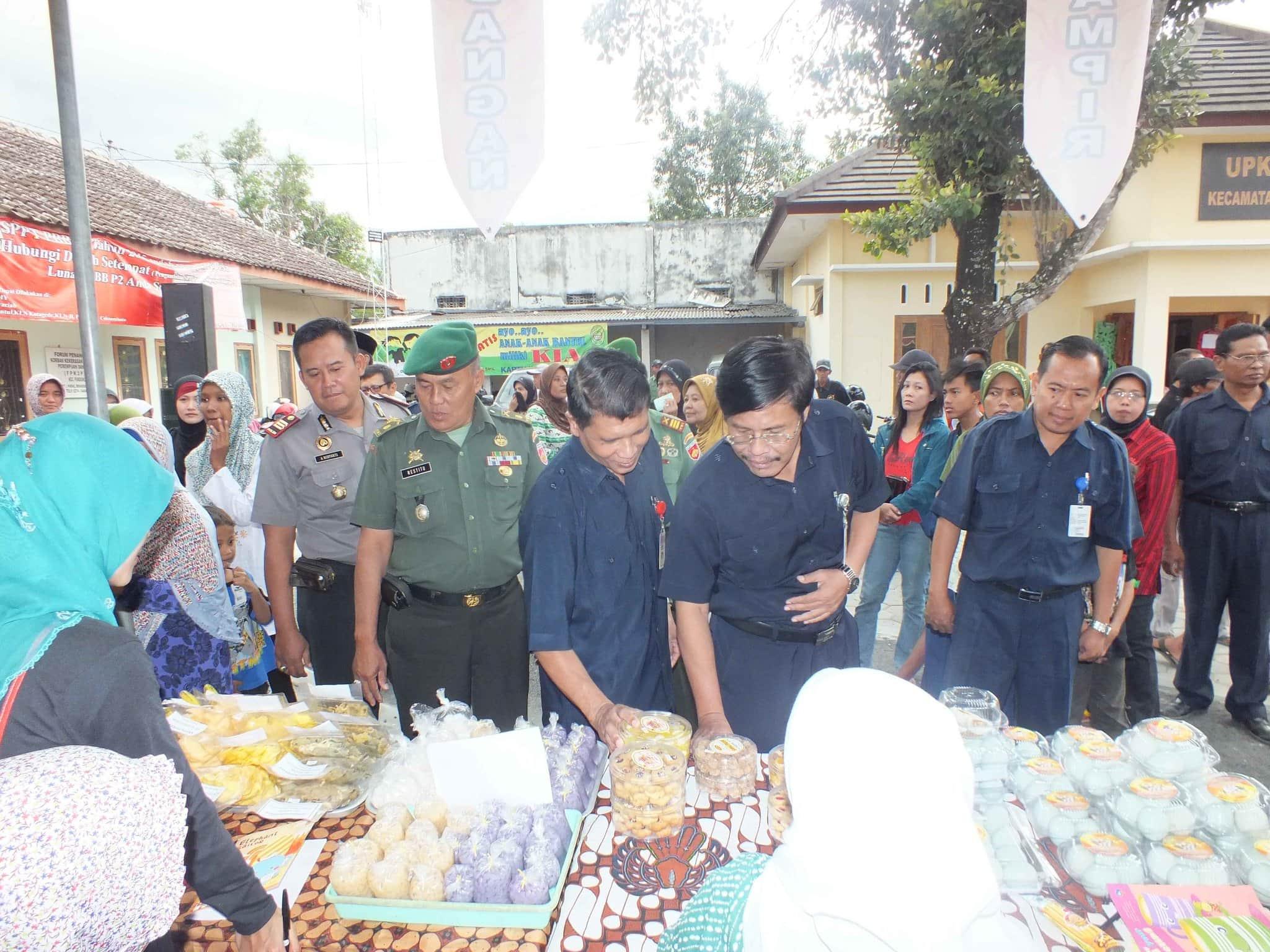 Pemkab Bantul dengan Kodim 0729/Bantul adakan Pasar murah