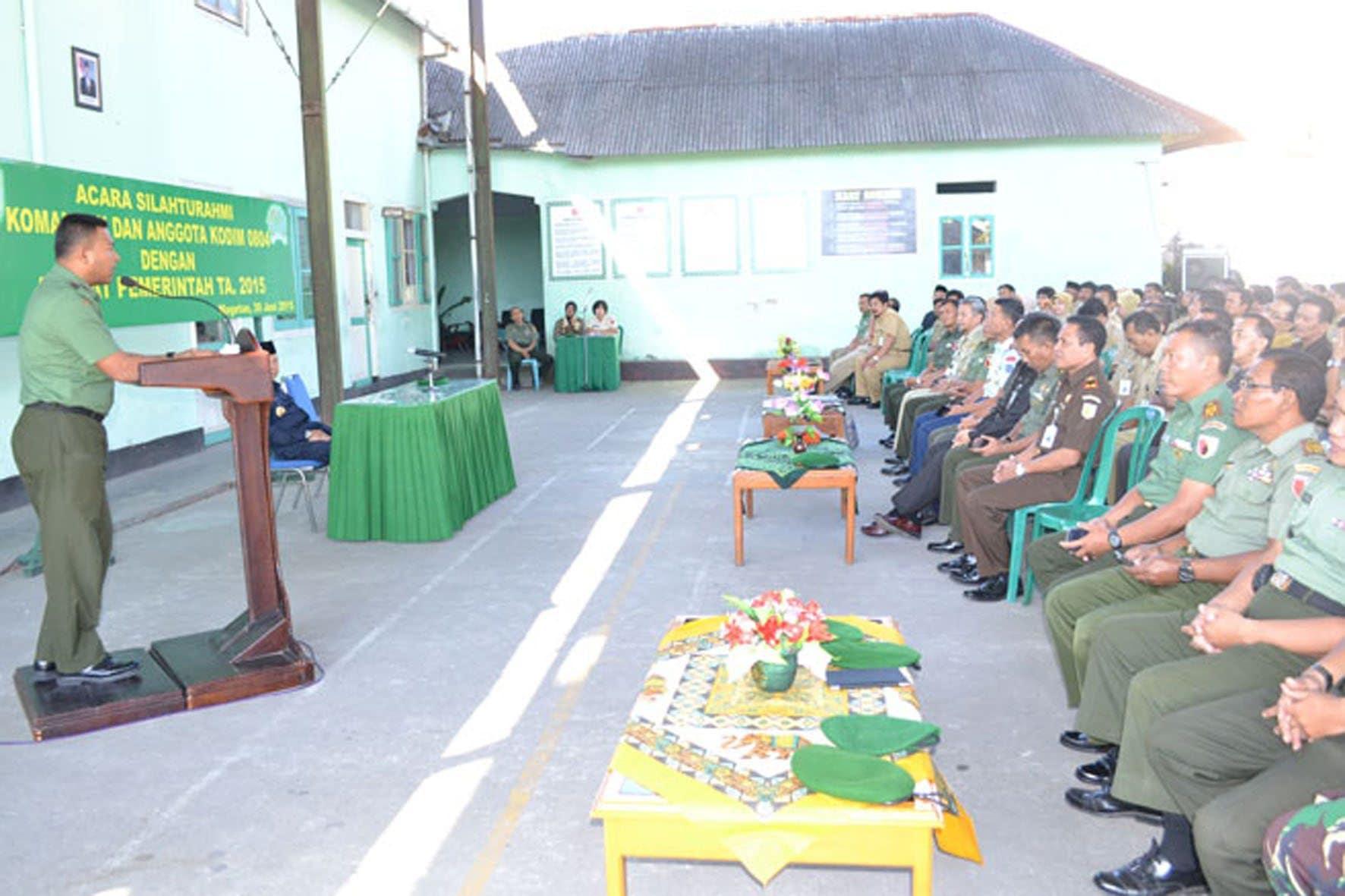 Dandim beri sambutan pada acara Komsos dengan Aparat Pemerintah Kab. Magetan (1)