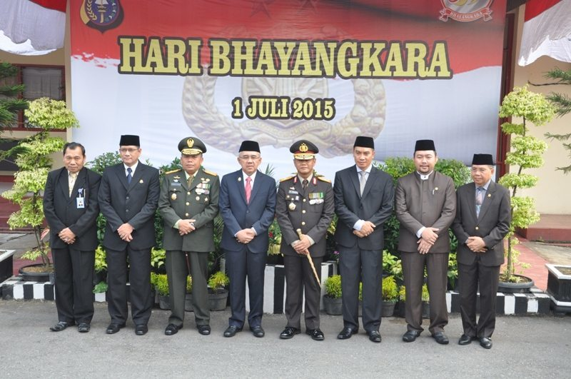 Danrem 031/Wirabima Dampingi Kapolda Riau Hadiri Hut Ke 69 Bhayangkara