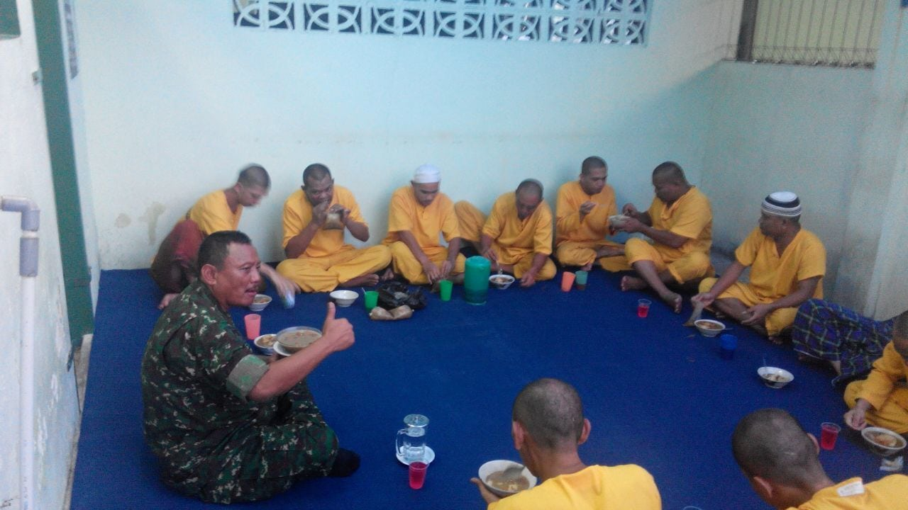 Denpom Padang Gelar Buka Bersama Dengan Tahanan