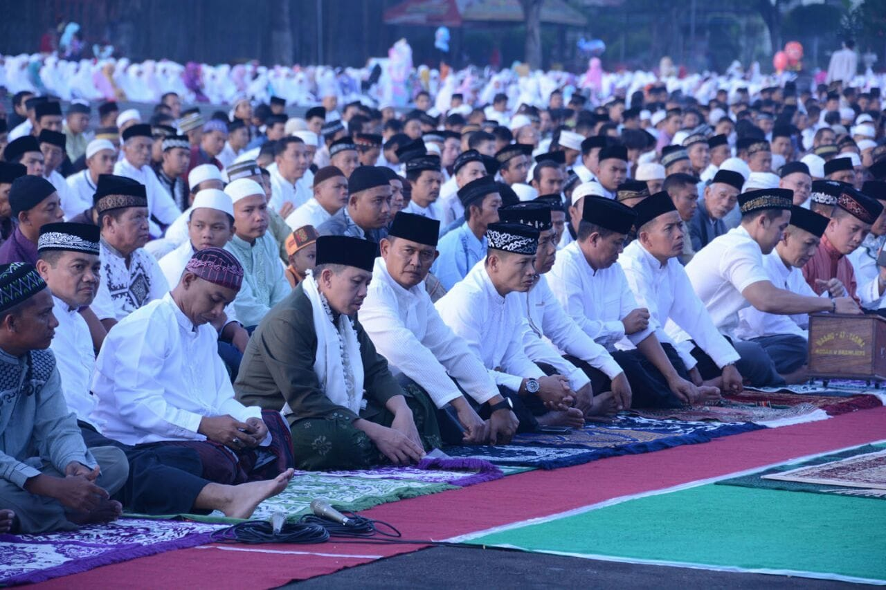 Sholat Idul Fitri di Lapangan Kodam V/Brawijaya