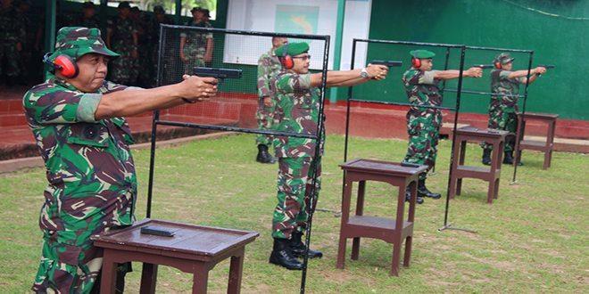 Pertajam dan Perkuat Skill Prajurit, 130 Orang Perwira Menengah Kodam Latihan Menembak Pistol