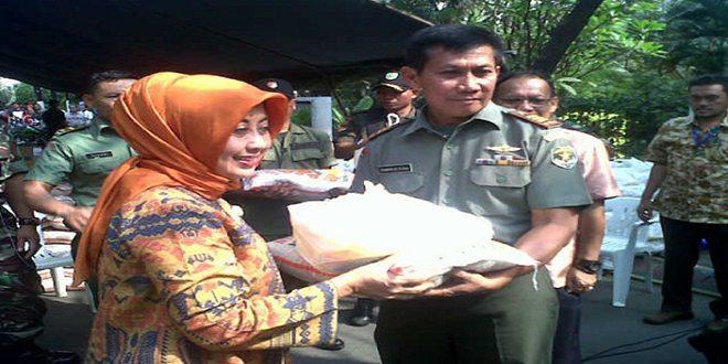 Kodim 0503/Jb Bekerja Sama Dengan PT PGN Adakan Bazar Murah