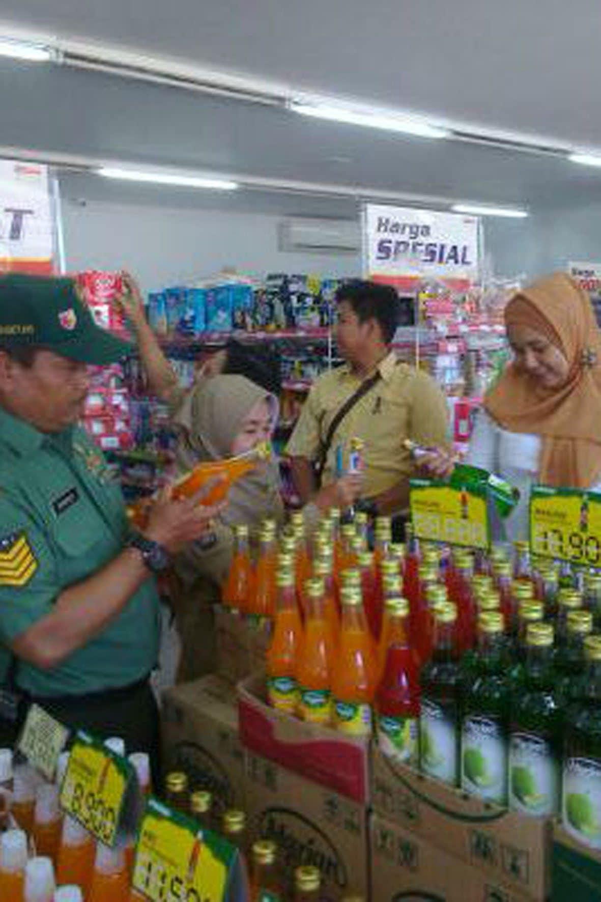 Koramil Panekan Sidak Makanan dan Minuman (3)