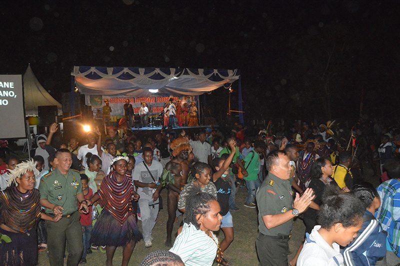 Korem 172/PWY Menyelenggarakan Konser Rohani Dan KKR Di Lapangan Trikora