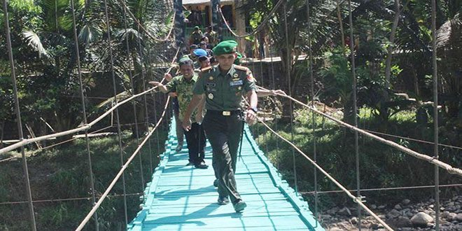 Peresmian Jembatan Gantung dan Rabat Jalan hasil Karya Bhakti Kreatif Kodim 0801/Pacitan