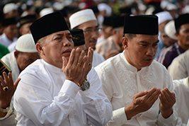 Danrem 031/Wirabima Bersama Ribuan Umat Islam Sholat Ied di Masjid Agung An-Nur