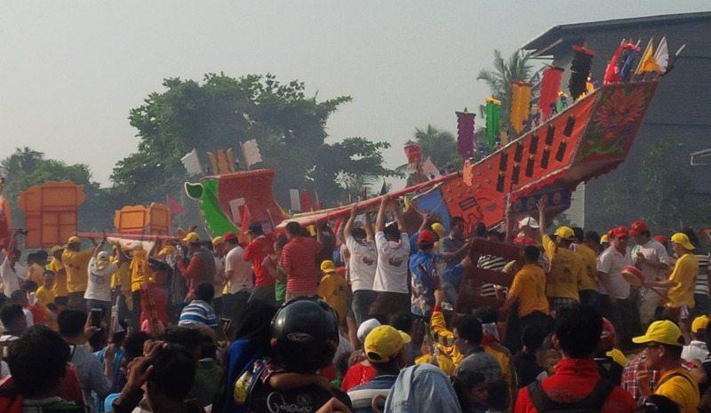 Danrem 031/Wirabima Di Dampingi Plt Gubernur Riau Ikuti Giat Bakar Tongkang Di Kabupaten Rohil