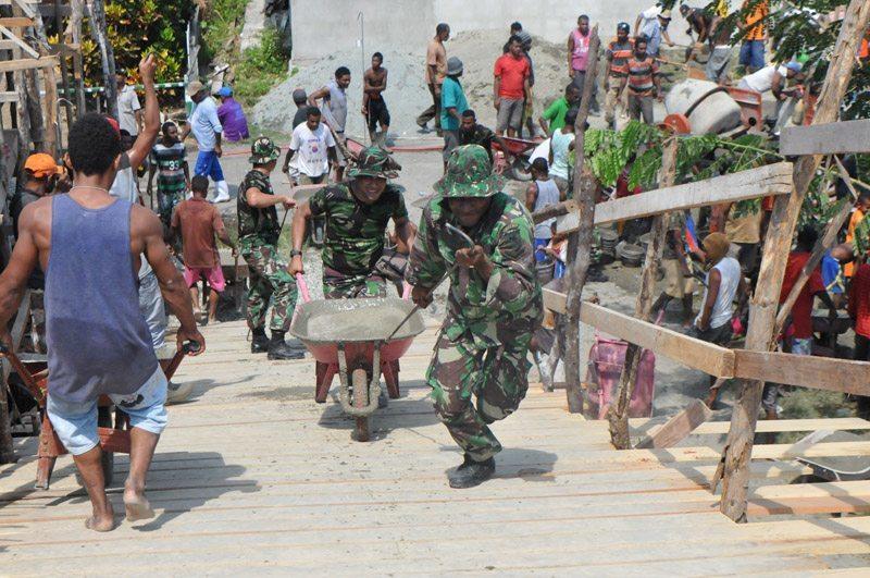 Korem 172/PWY Melaksanakan Karya Bakti Di Kampung Nafri