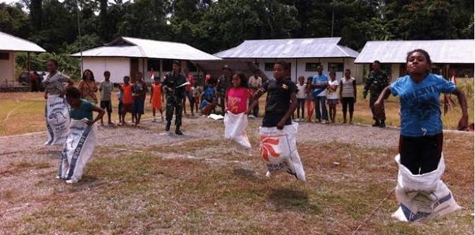 Pos Ujung Karang Satgas Pamtas RI-PNG Yonif 323/Raider Kostrad Menggelar Berbagai Perlombaan Antar Kampung