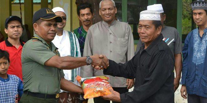 Kodim 1710/Mimika Bekerjasama Dengan PT. Freeport Indonesia Bagikan Zakat Fitrah