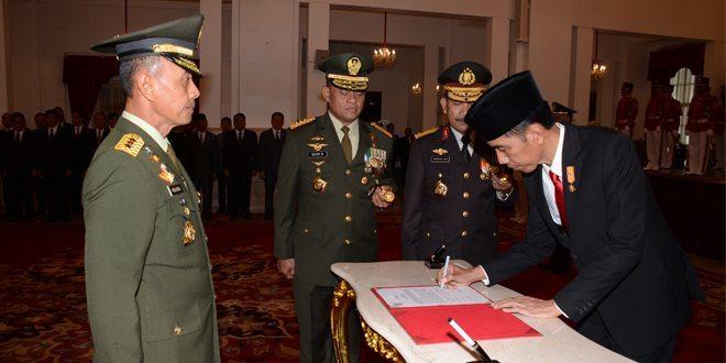 Presiden Lantik Letjen TNI Mulyono Sebagai Kasad