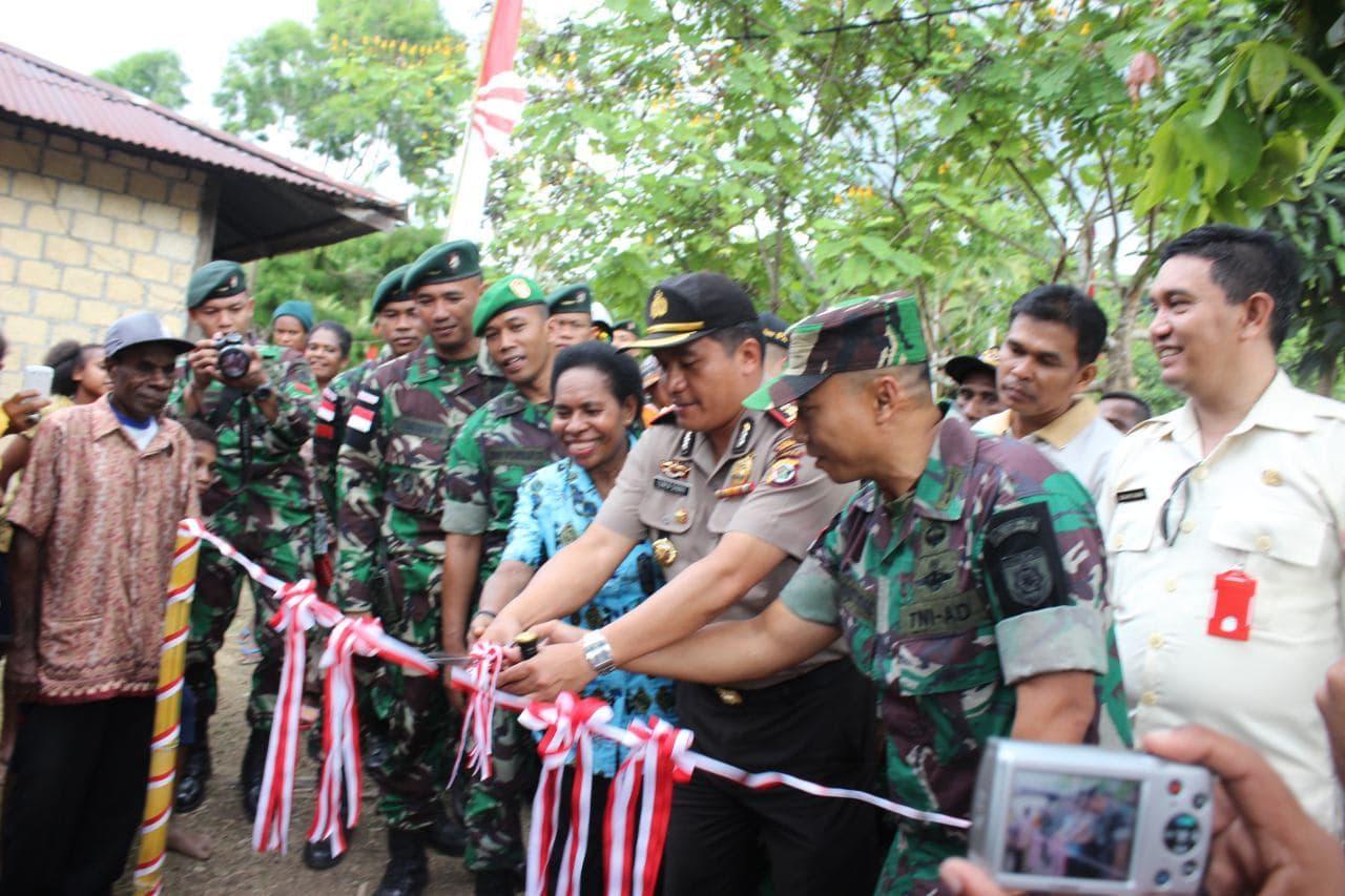 Dansektor Utara Satgas Pamtas RI-PNG resmikan Program Jambanisasi