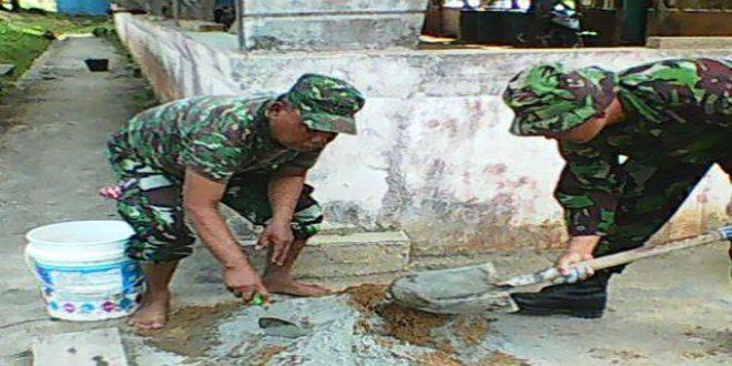 Peduli Kesehatan Koramil 1704-01/Sorong Timur Bangun Jamban Dirumah Masyarakat