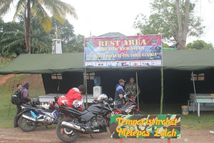 Satgas Pamtas RI-PNG Yonif 613/Raja Alam siapkan Rest Area bagi pemudik di jalan Trans Papua