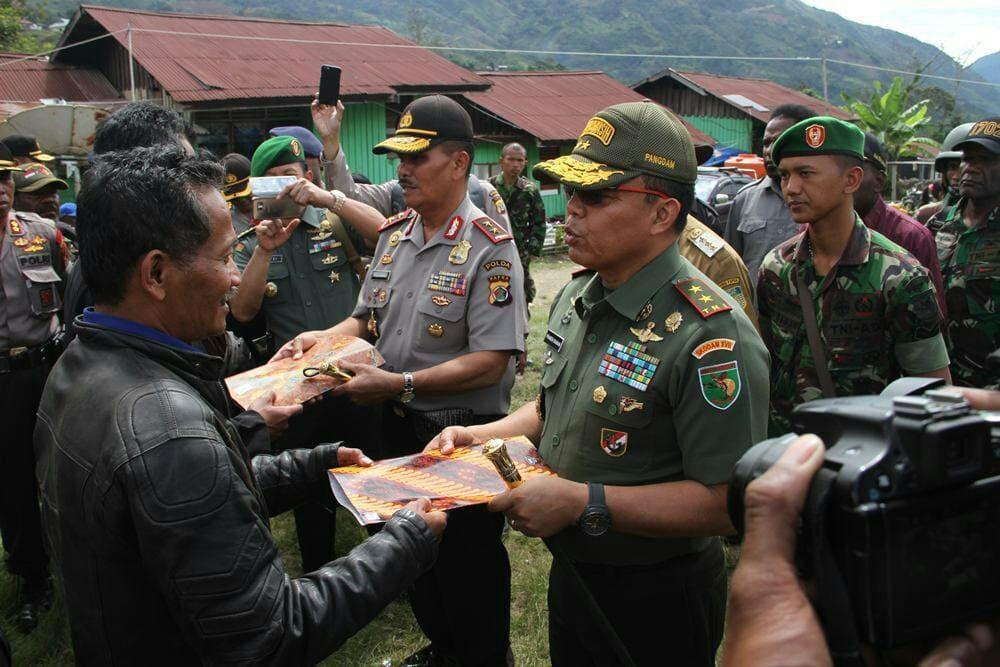 Pangdam Dan Kapolda Meninjau Kabupaten Tolikara