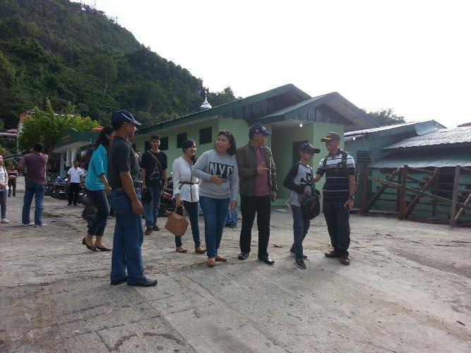 Pangdam XVII/Cenderawasih Bersama Keluarga Berkunjung ke Pantai Enggros