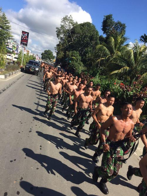 Prajurit Yonif 751/R Laksanakan Lari Bersama Dalam Rangka Pengembalian Fisik Setelah Melaksanakan Libur Lebaran