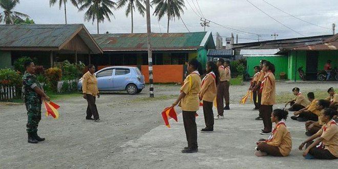 Anggota Koramil 1710-02/Timika Latih Anggota Pramuka Saka Wira Kartika