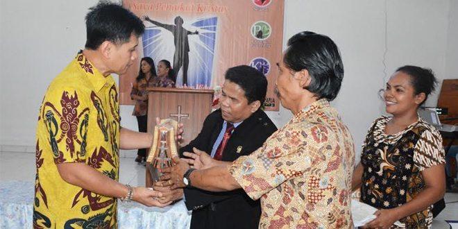 Danrem 172/PWY Silahturahmi Dengan Jamaat Gereja Bathel Sentani