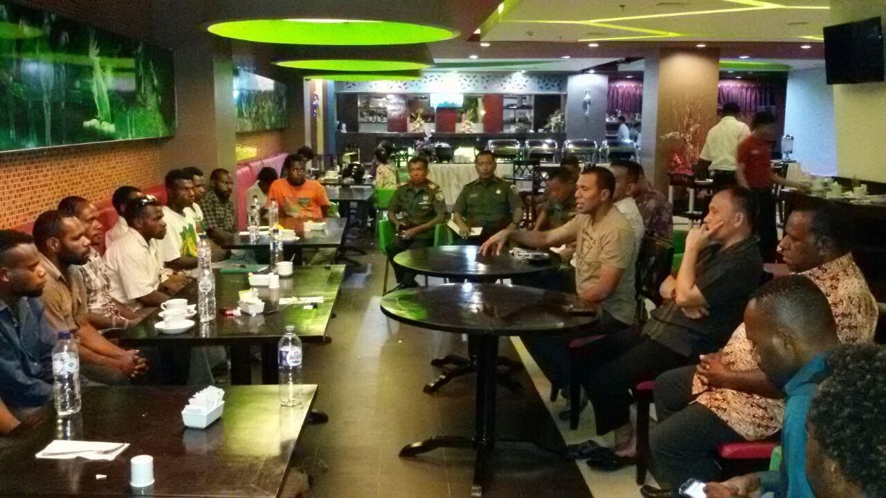 Kasrem 172/PWY Pimpin Rapat Persiapan Konser Rohani Dan KKR Bersama Anak Jalanan