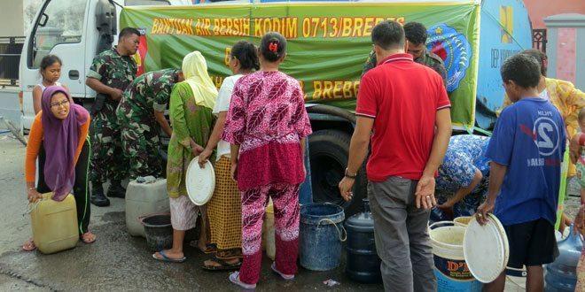 Bantuan Air Bersih Kodim 0713/Brebes di Brebes