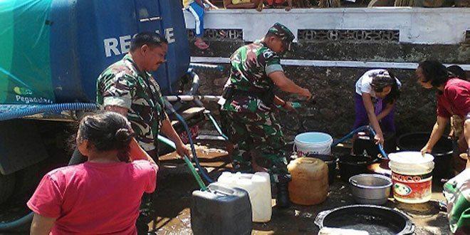 Kodim Temanggung Bantu Distribusikan Air Bersih