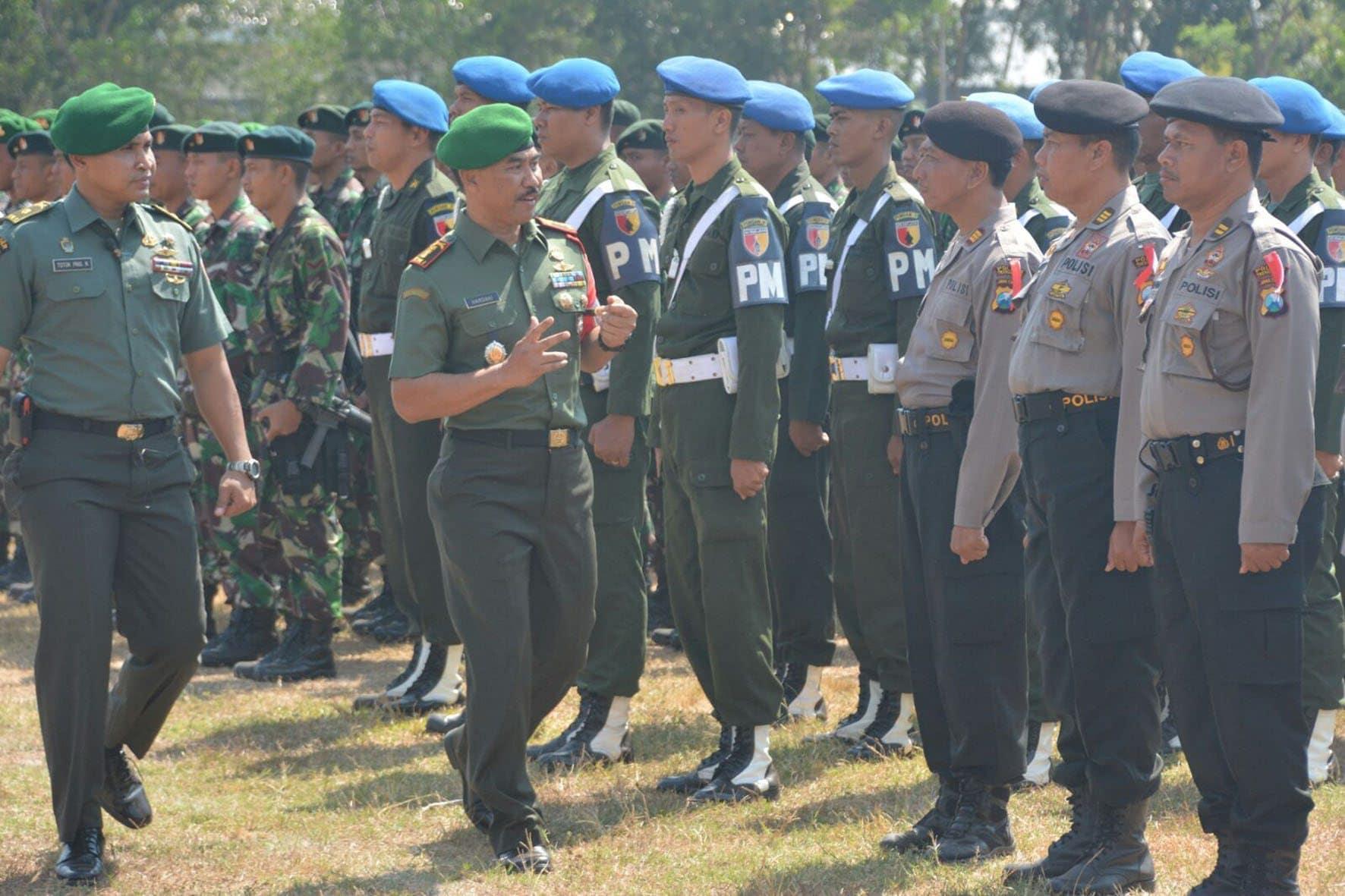 Danrem Kolonel Inf Hardani Lukitanta memeriksa Pasukan (5)