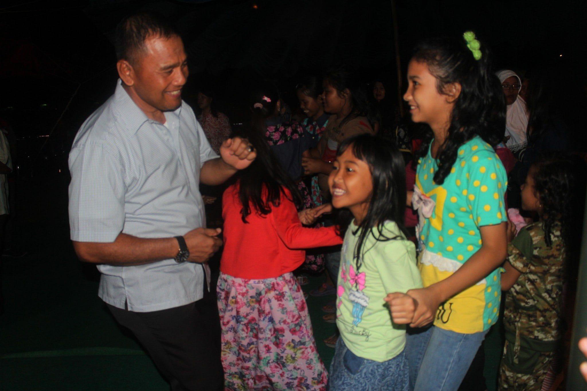 Danrem berjoget bersama anak2 anggotanya