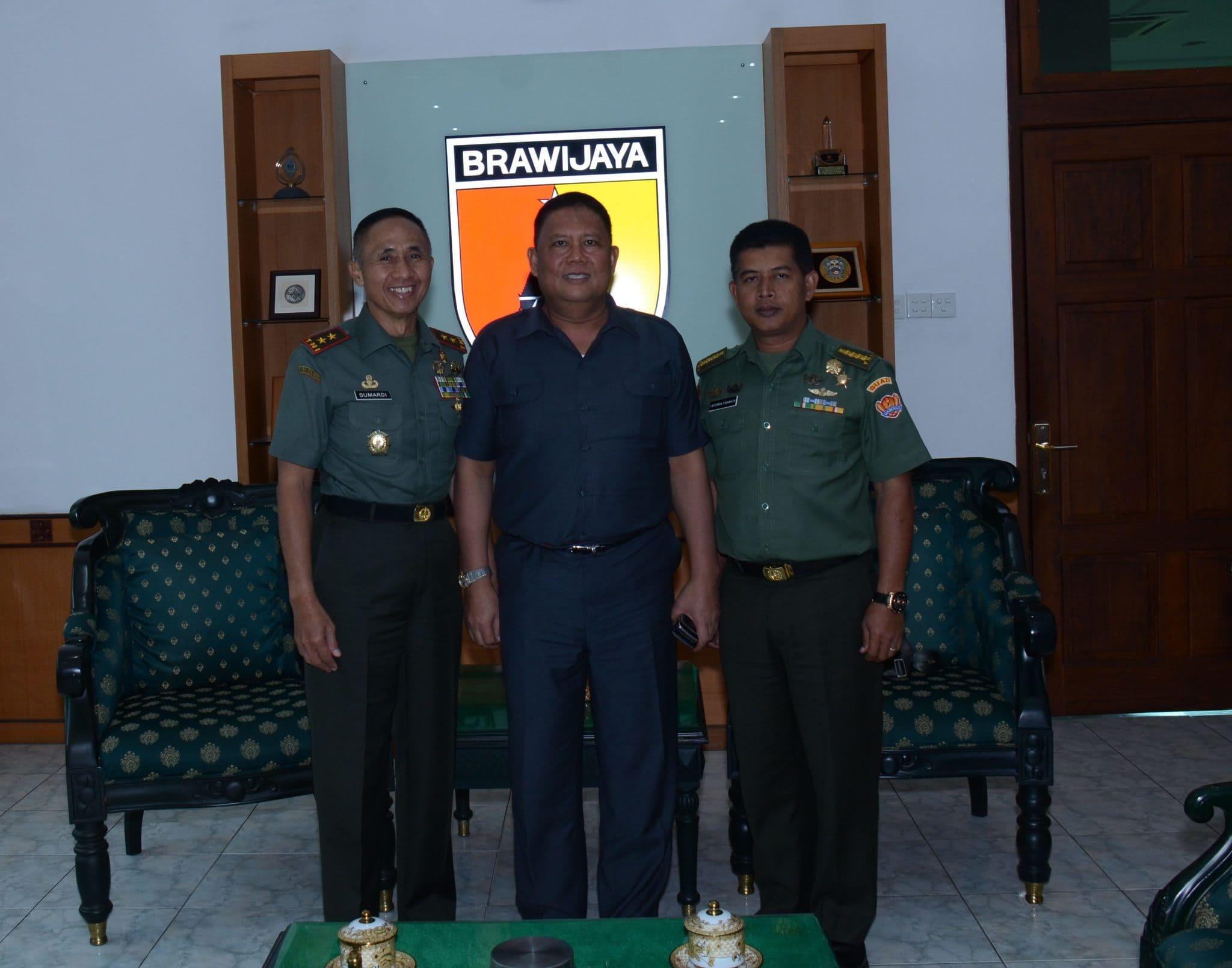 Foto Bersama Pangdam V Brawijaya, Dirjen Sarpras Kementan RI dan Kol Czi Parwita