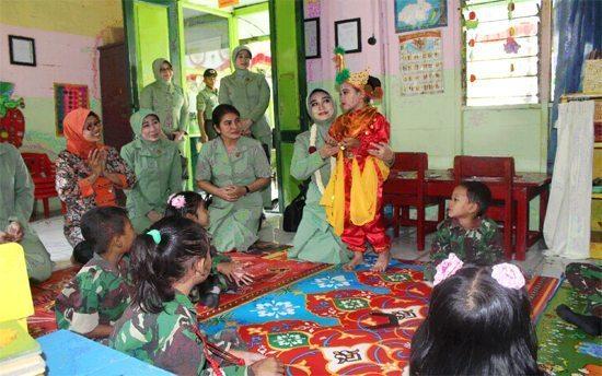 Ibu Ketua Persit Kartika Chandra Kirana Koorcab Rem 082 PD V/Brw Berkunjung Ke Kodim 0812 Lamongan